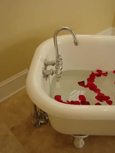 Deep Soaking Bathtub, The Jefferson Inn