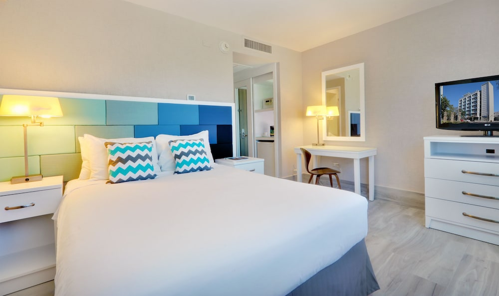 Room, The Wave Hotel at Condado