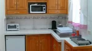 Kühlschrank, Mikrowelle, Mixer, Toastergrill