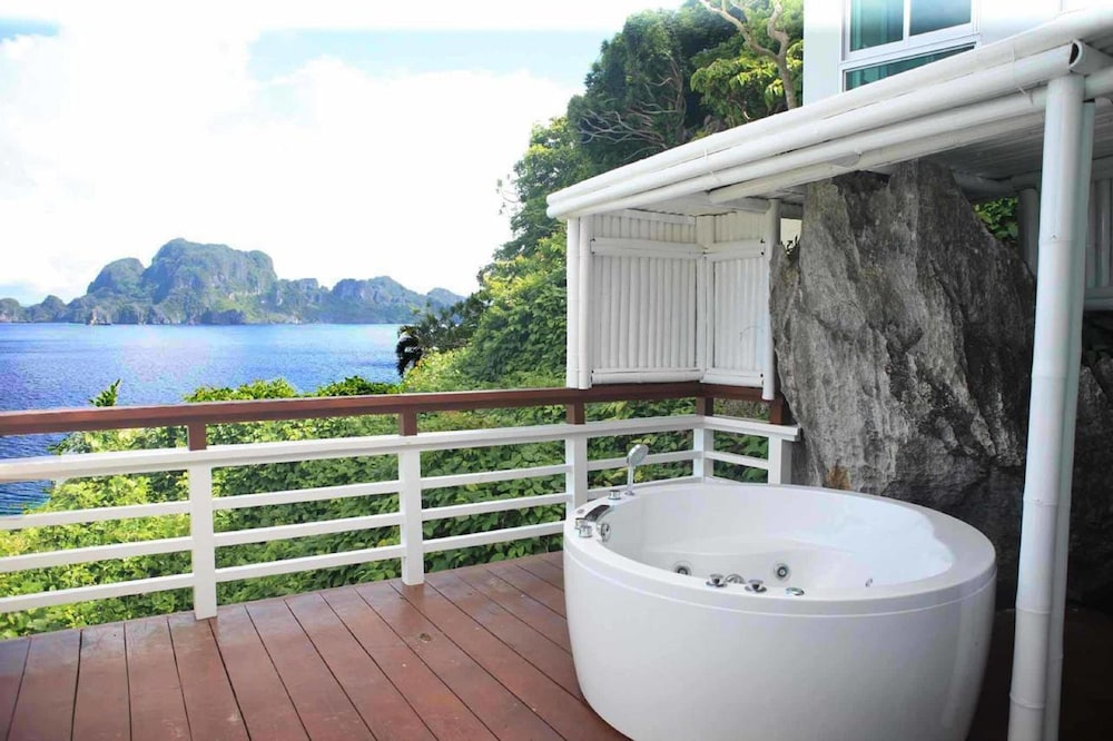 Deep Soaking Bathtub, Matinloc Resort