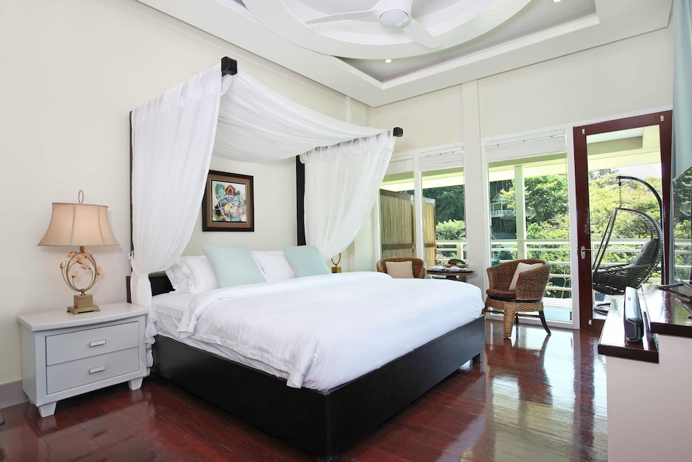 Room, Matinloc Resort