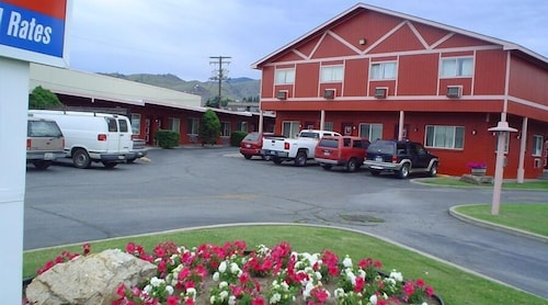 Check Expedia for Availability of Avenue Motel