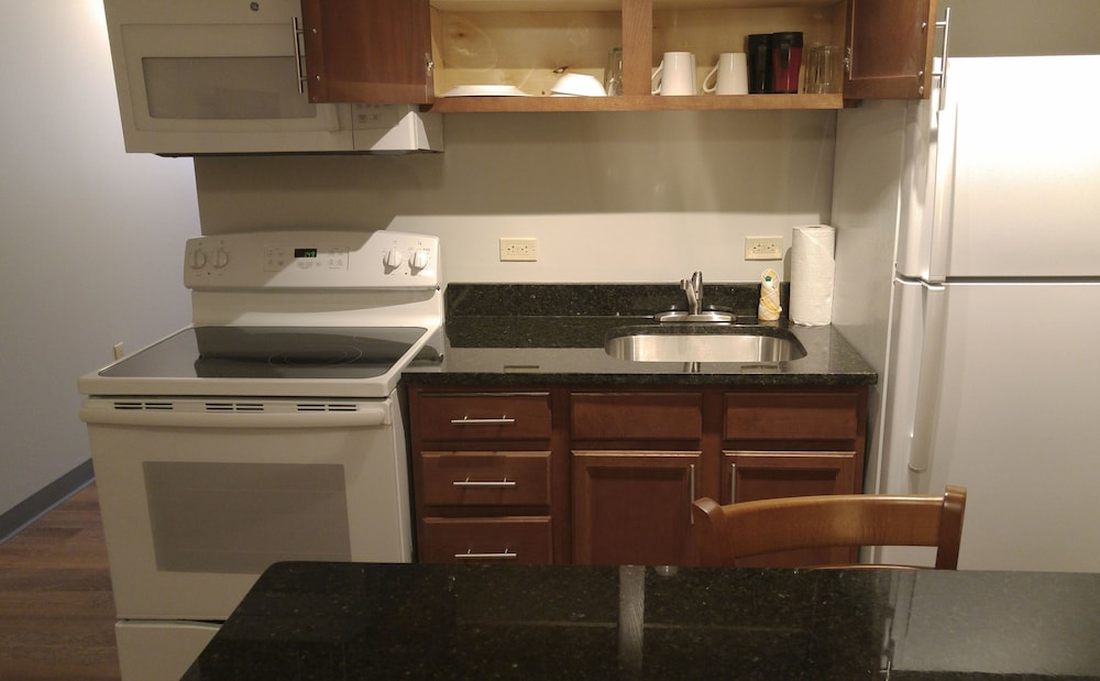 Private Kitchen, Affordable Suites of America Portage