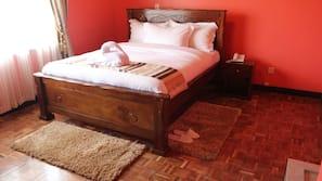 Bureau, rideaux occultants, lits bébé (gratuits)