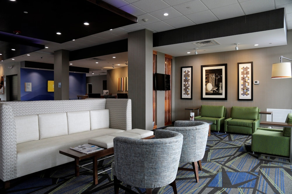 Lobby, Holiday Inn Express & Suites Alabaster, an IHG Hotel