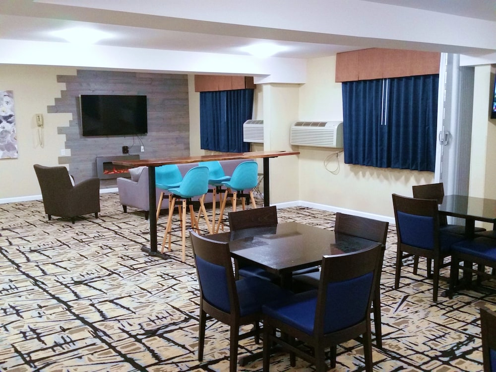 Game Room, SilverStone Inn & Suites Spokane Valley