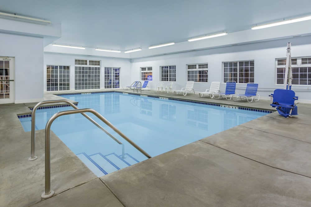 Indoor Pool, SilverStone Inn & Suites Spokane Valley