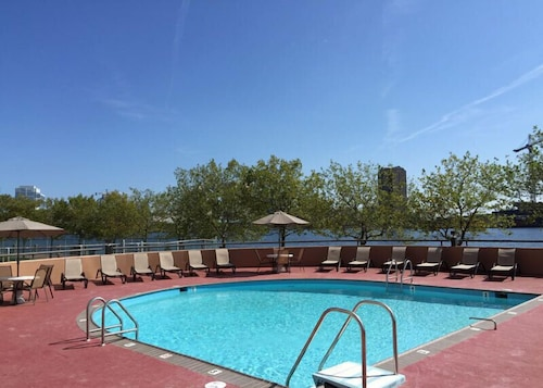 Outdoor Pool, National at Harbor Tower Portsmouth