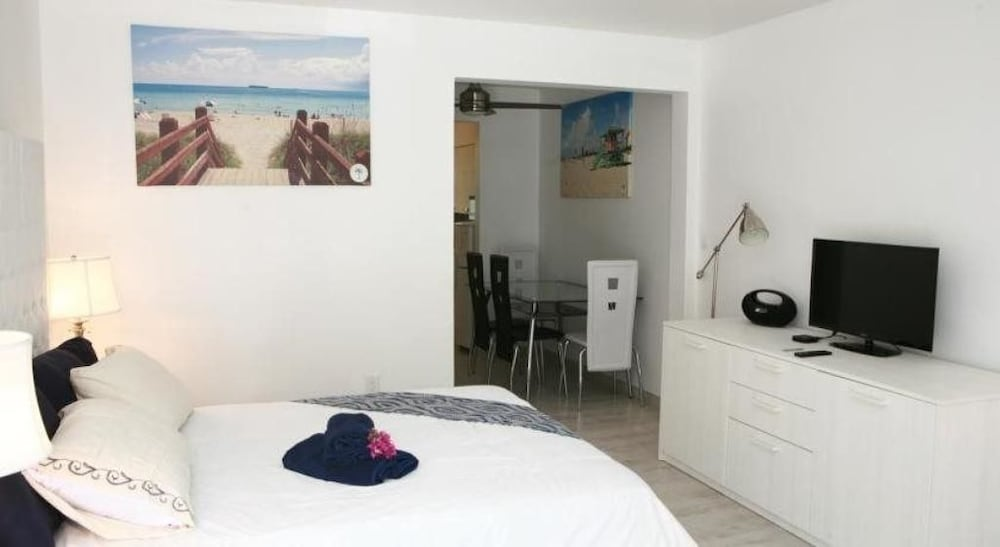 Al Mare South Beach By Lincoln Road 3 0 Out Of 5 Featured Image Guestroom