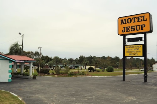 Check Expedia for Availability of Motel Jesup