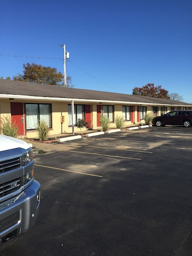 Check Expedia for Availability of Town and Country Motel