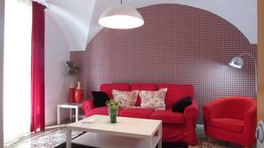 1 dormitorio, cortinas opacas, tabla de planchar con plancha