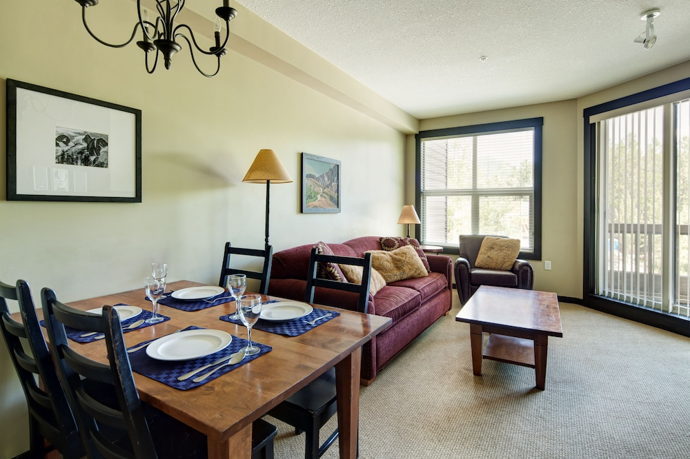 In-Room Dining, Panorama Mountain Resort - Premium Condos and Townhomes