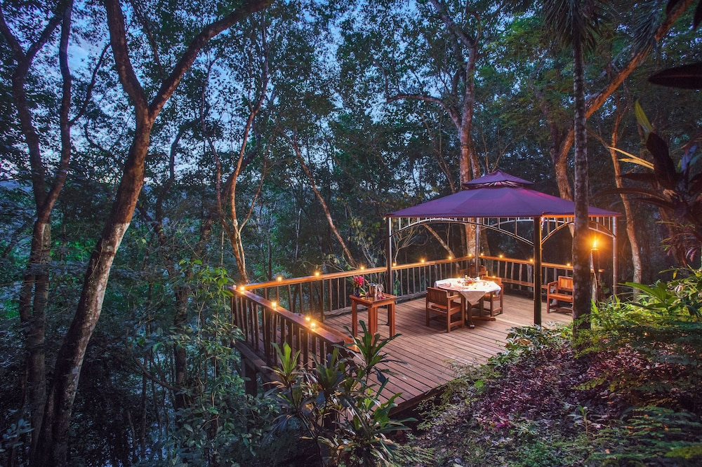 Couples Dining, Table Rock Jungle Lodge
