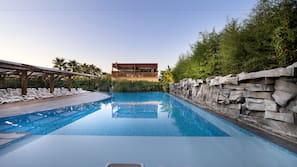 Piscine couverte, 6 piscines extérieures