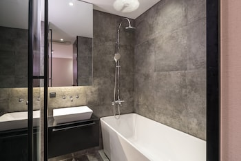 Deluxe Double Room (21H, C/I 15:00 C/O 12:00) - Bathroom