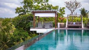 室外泳池;07:00 至 20:00 開放;小屋 (收費)、躺椅