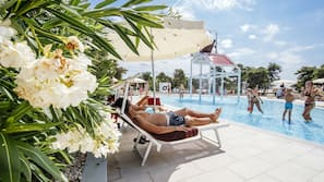 9 outdoor pools, pool umbrellas, pool loungers