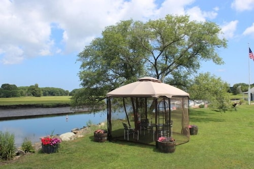 Gazebo, Shea's Riverside Inn & Motel