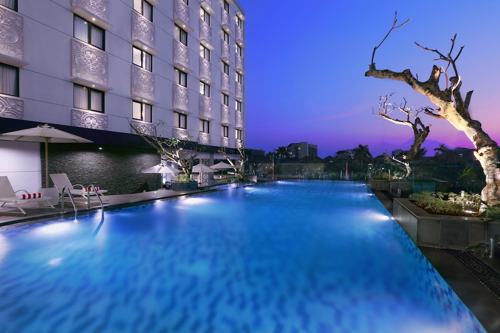 Hotel neo malioboro 2019 room prices 28 deals reviews expedia for Jogja plaza hotel swimming pool
