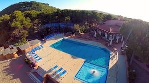 Piscina all'aperto, una piscina sportiva