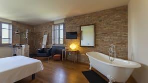 Una cassaforte in camera, con arredamento individuale, insonorizzazione