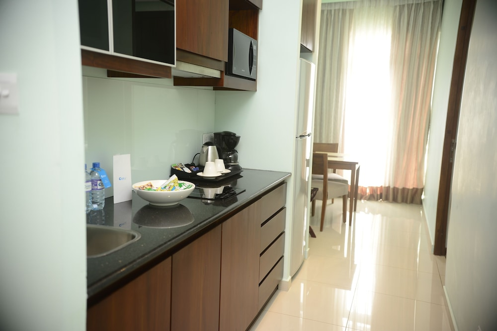 Private Kitchenette, Ocean Edge Suites & Hotel Colombo