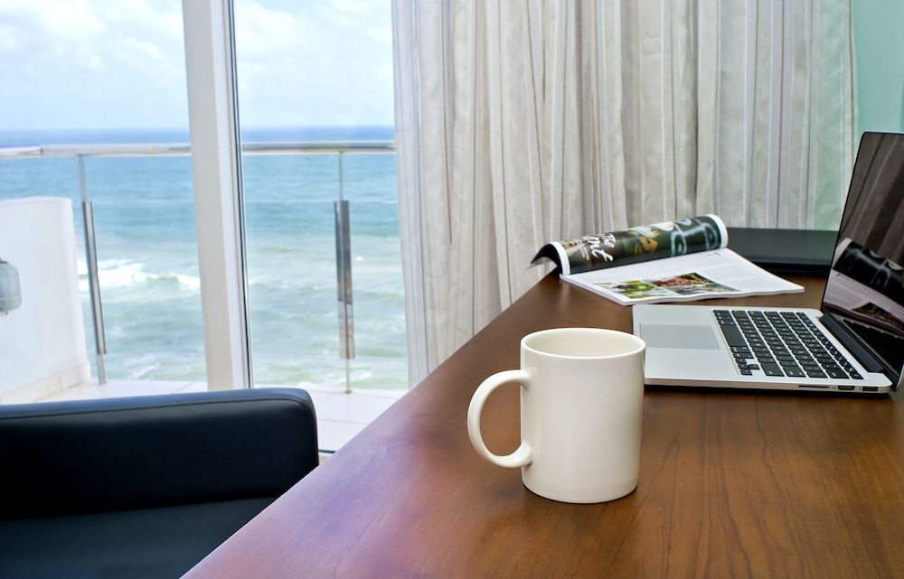 In-Room Business Center, Ocean Edge Suites & Hotel Colombo