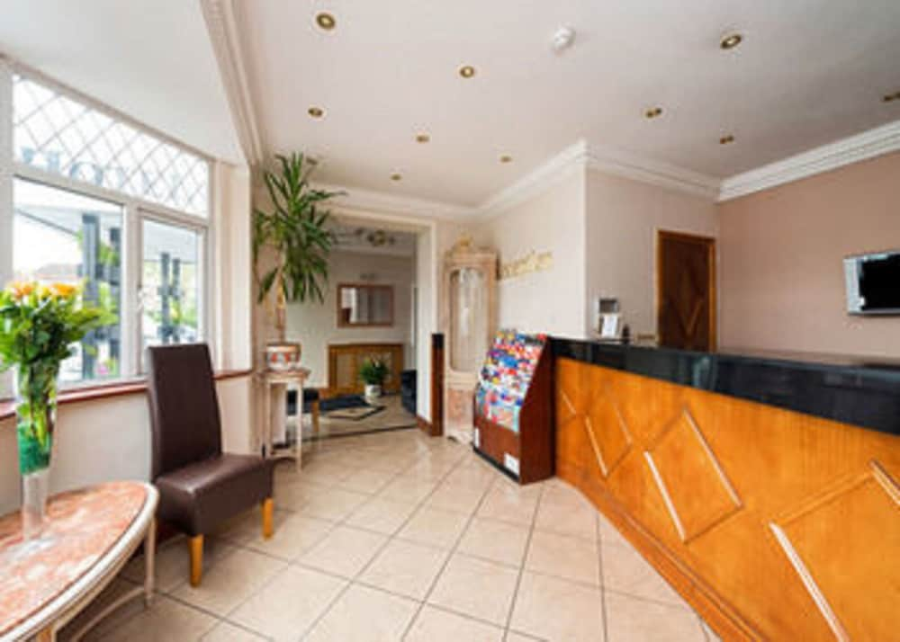 Golders green hotel reviews photos rates for Golders green hotel
