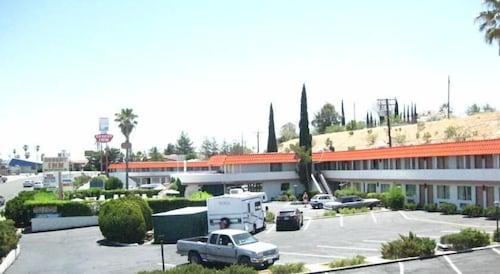 Check Expedia for Availability of Desert Inn Motel