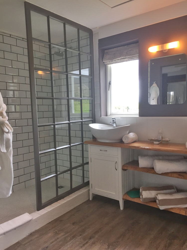 Bathroom, White Water Farm