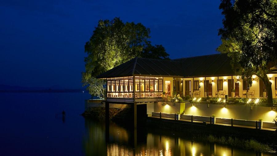 EKHO Lake House Polonnaruwa