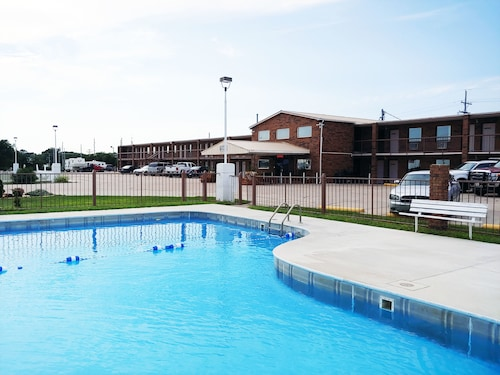 Hotels near Monument Rocks, Colby: Find Cheap $41 Hotel