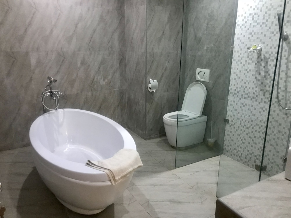 Bathroom, Warri Wetland Hotel