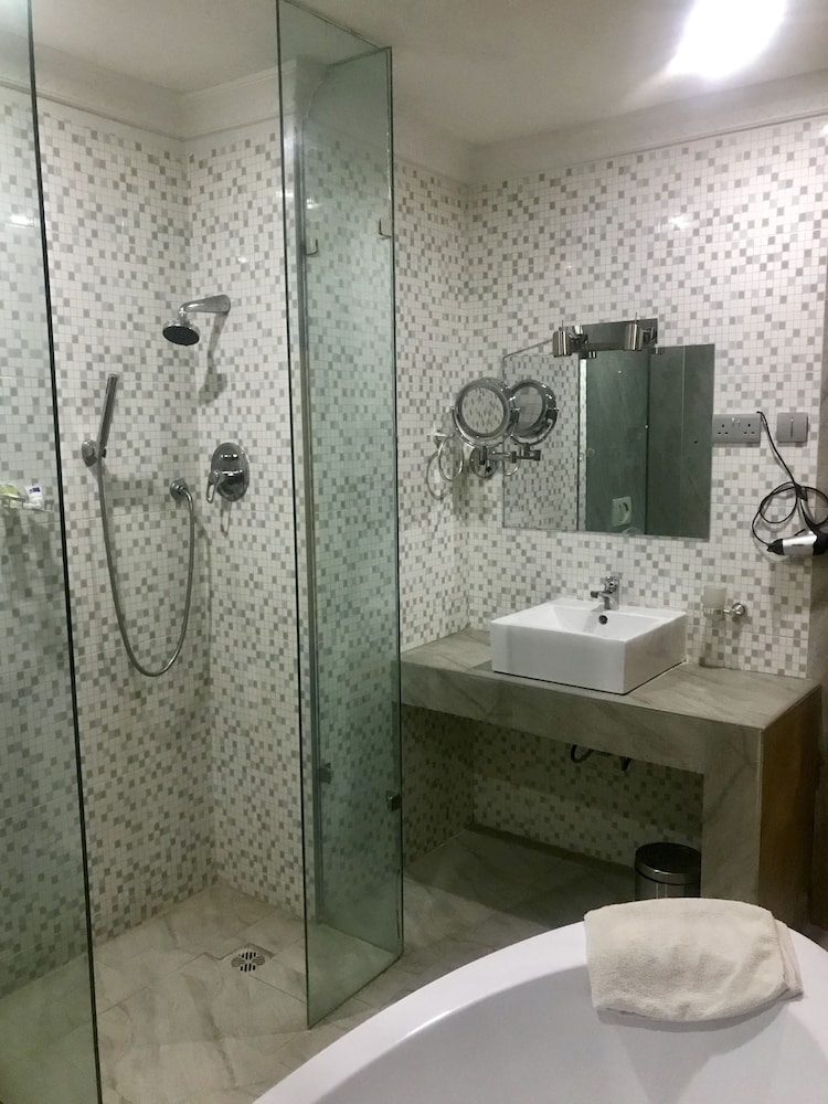 Bathroom Shower, Warri Wetland Hotel