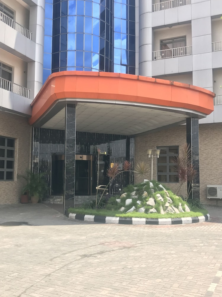 Property Grounds, Warri Wetland Hotel