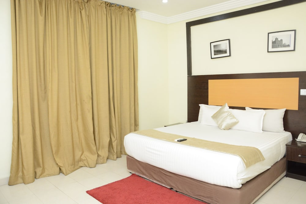 Featured Image, Warri Wetland Hotel