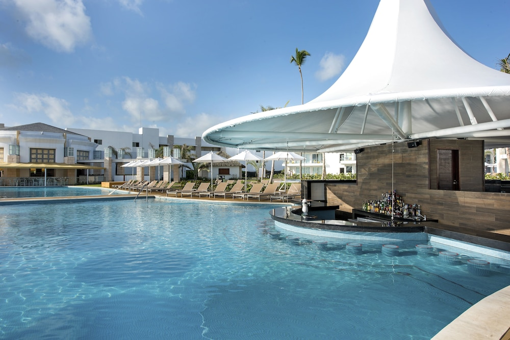 Poolside Bar, Nickelodeon Hotels & Resorts Punta Cana, Gourmet All Inclusive by Karisma