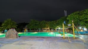 Indoor pool, 5 outdoor pools