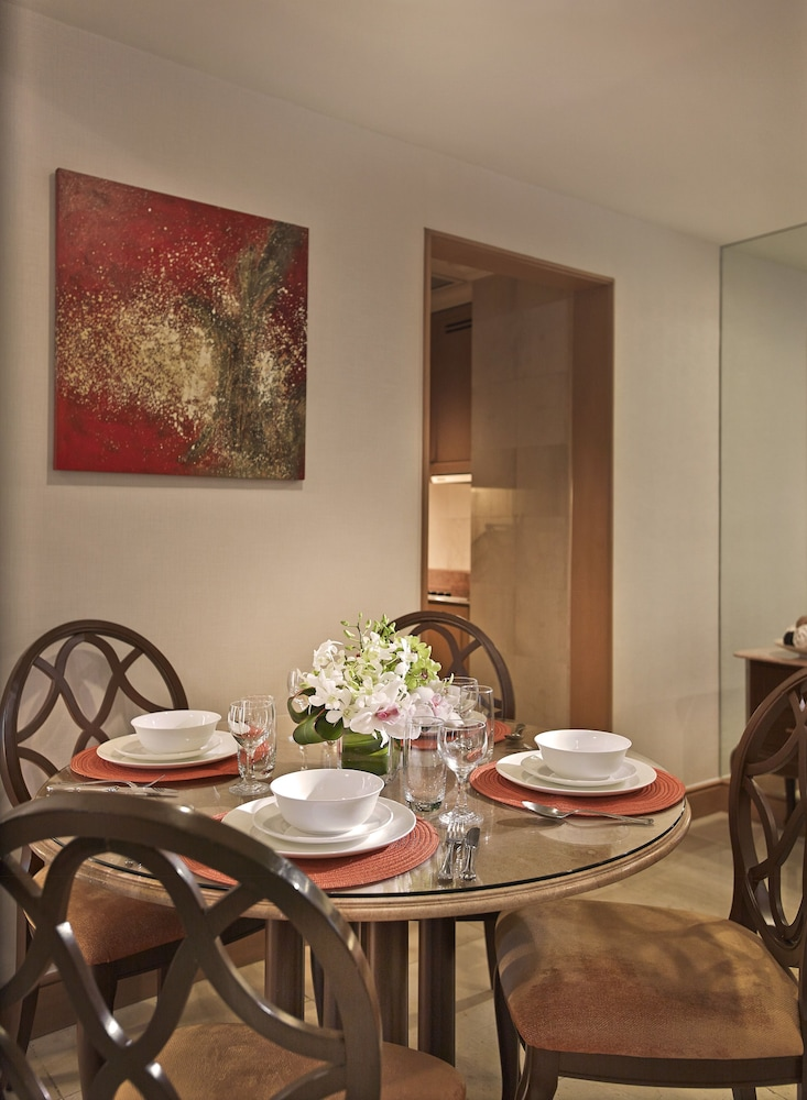 In-Room Dining, Shangri-La Apartments