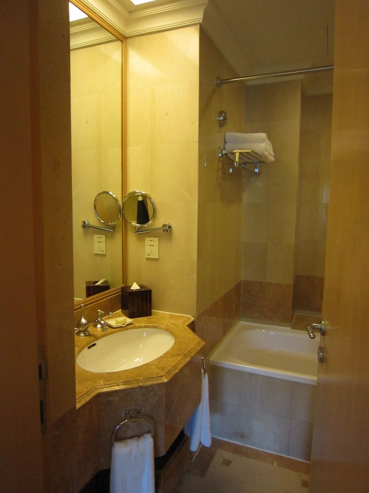 Bathroom, Shangri-La Apartments