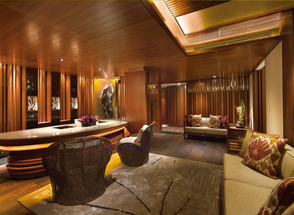 Spa Reception, Shangri-La Apartments