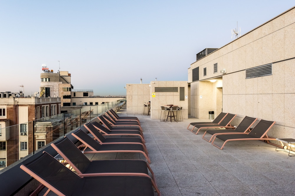 Sundeck, SmartRental Collection Gran Via Capital