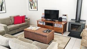3 bedrooms, premium bedding, individually decorated, desk