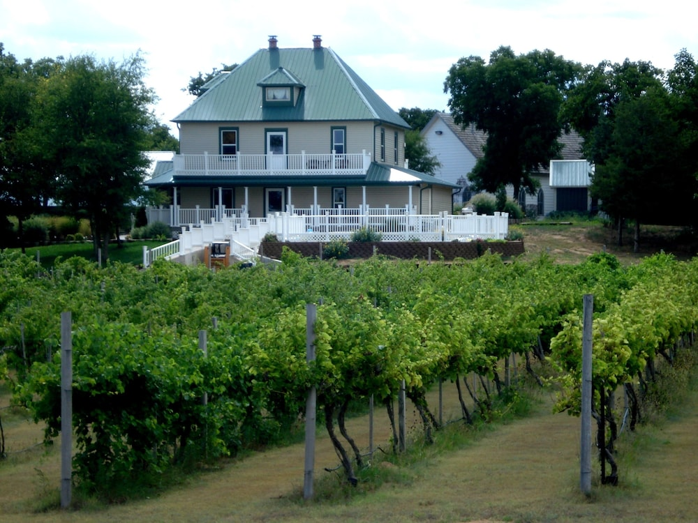 Featured Image, Indian Creek Village Winery
