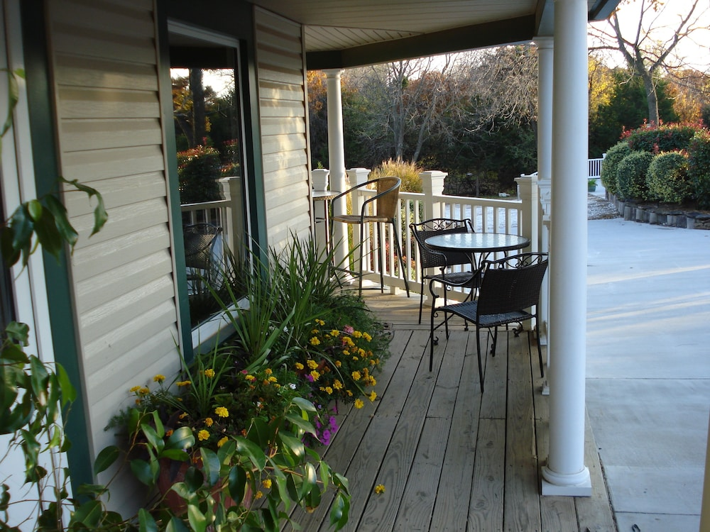 Porch, Indian Creek Village Winery