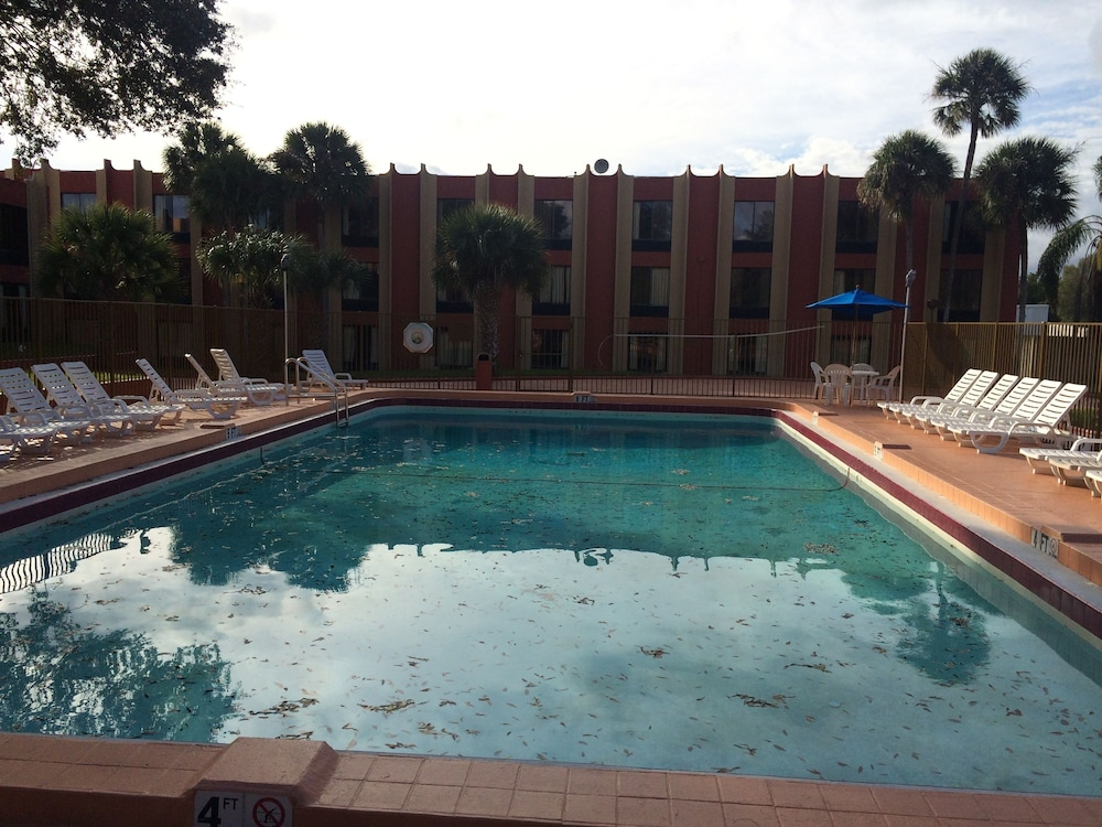 Outdoor Pool, Value Lodge Busch Gardens Tampa