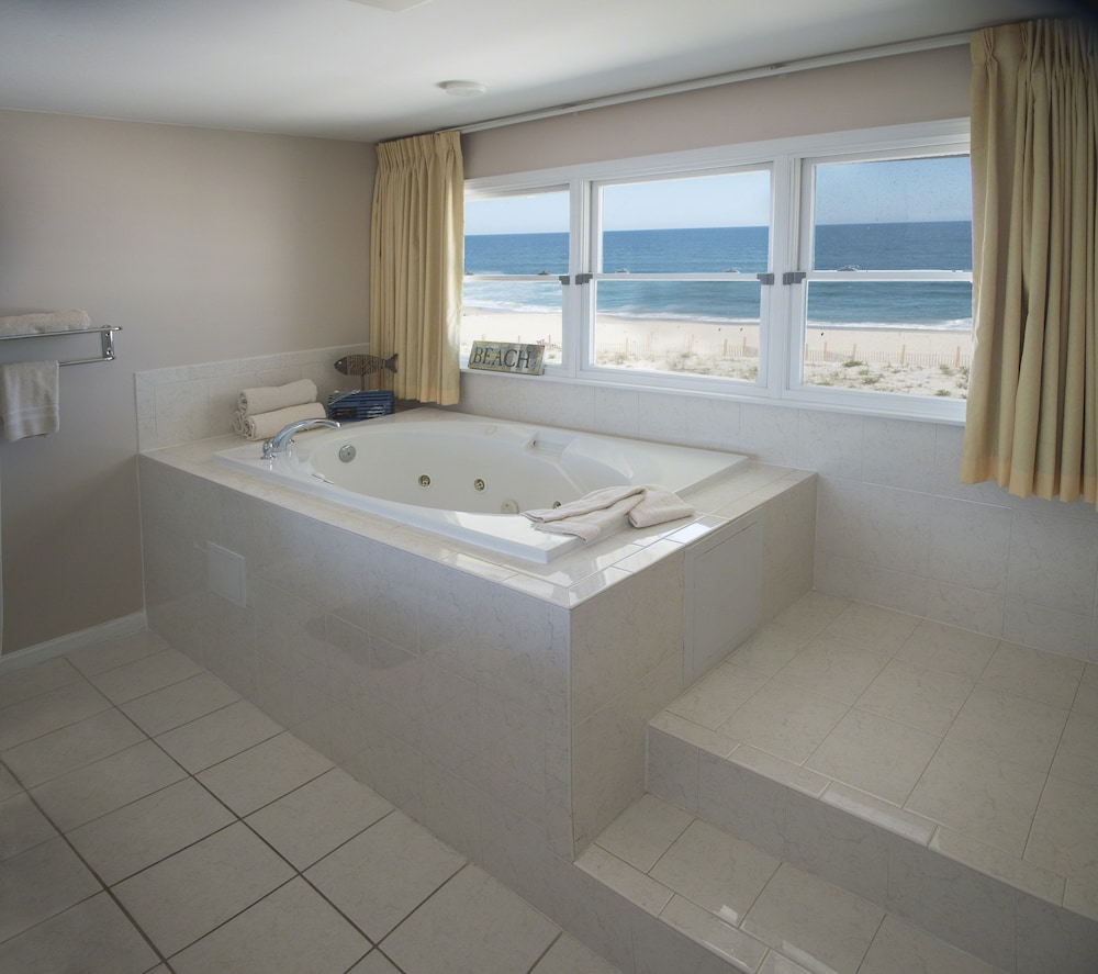 Jetted Tub, Drifting Sands Oceanfront Hotel
