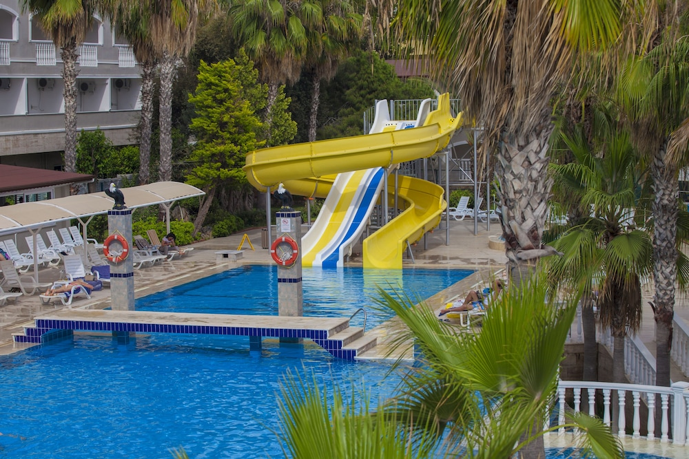 Kemal bay hotel all inclusive antalya tur expedia for Glissade d eau interieur