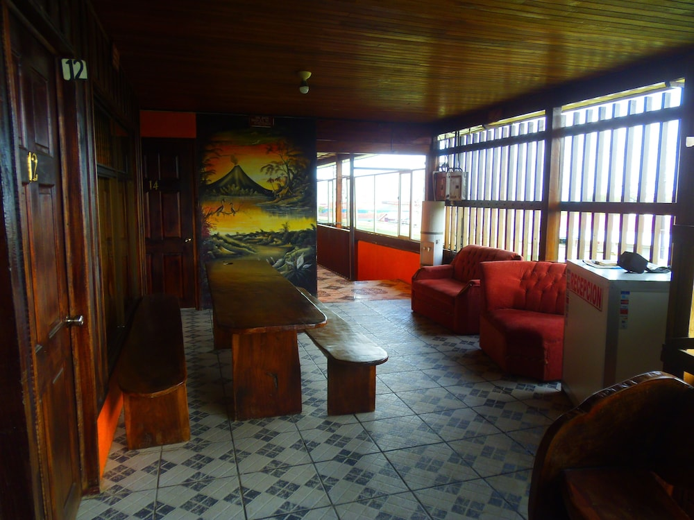 Lobby Sitting Area, La Carreta - Hostel